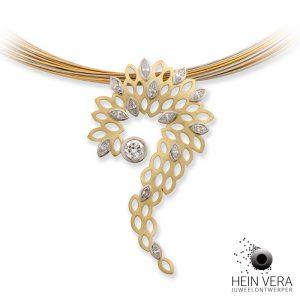 Hanger in mat geel goud en palladium met diamant van de klant.