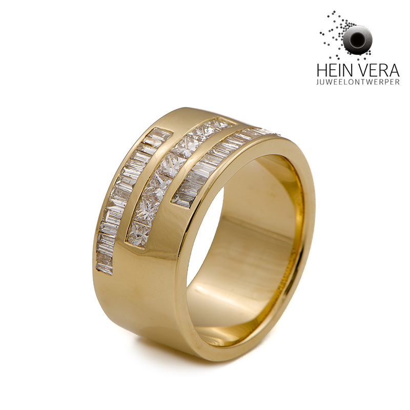 Ring in geel goud met diamantjes van de klant