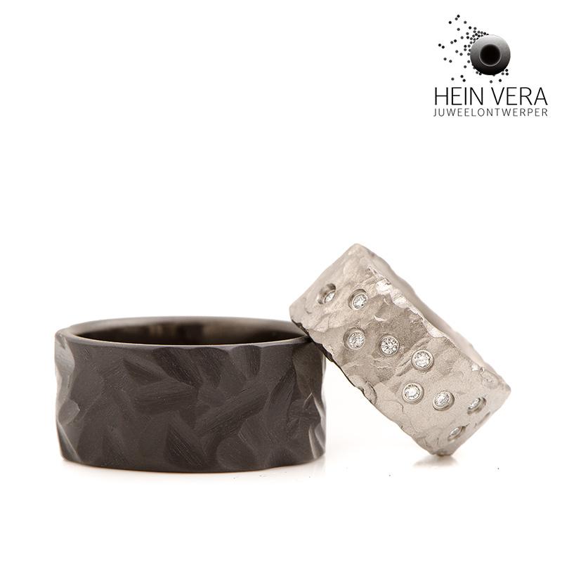 Trouwringen in zwart zirkonium en titanium met diamantjes door Hein Vera