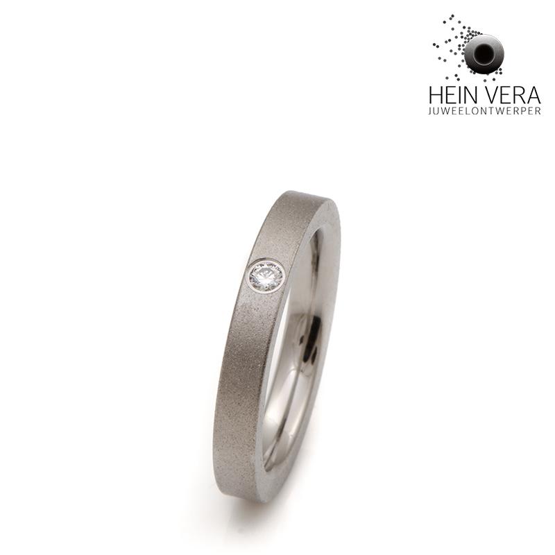 Verlovingsring in titanium met diamant HeinVera