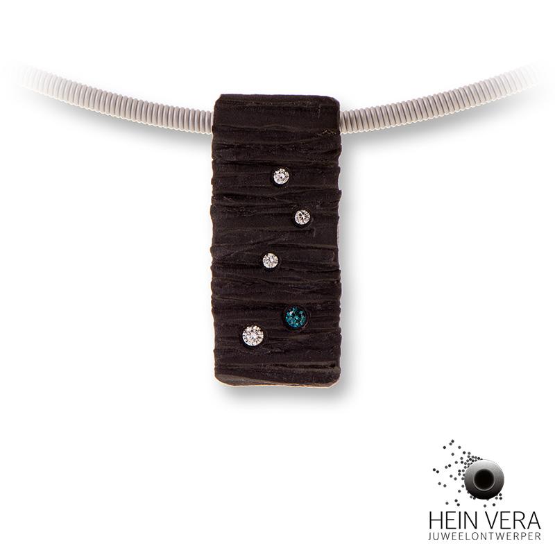 Hangertje in zwart zirkonium met diamantjes HeinVera