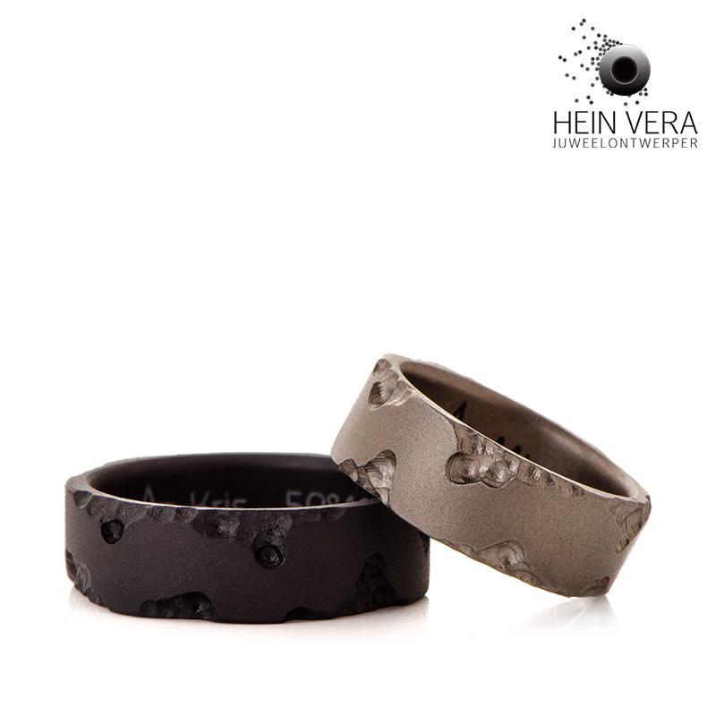 Zwarte trouwring in zirkonium en grijze trouwring in titanium HeinVera