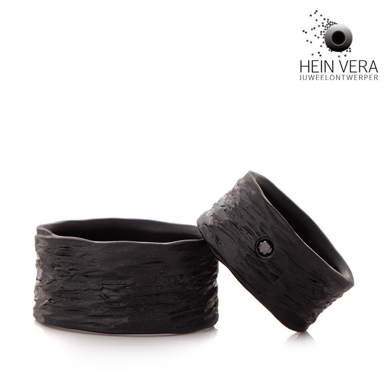 Zwarte trouwringen in zirkonium met zwart diamantje HeinVera