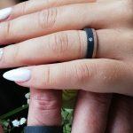 Trouwringen in zwart zirkonium en rozé goud met diamantje_heinvera