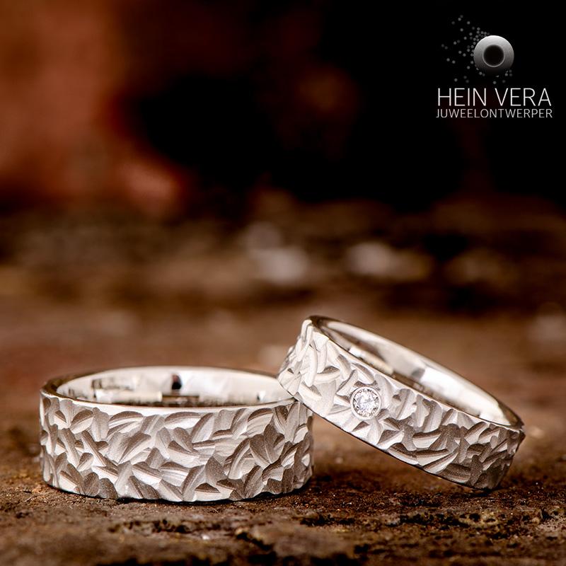Trouwringen in brut cobalt-chrome met diamantje_heinvera