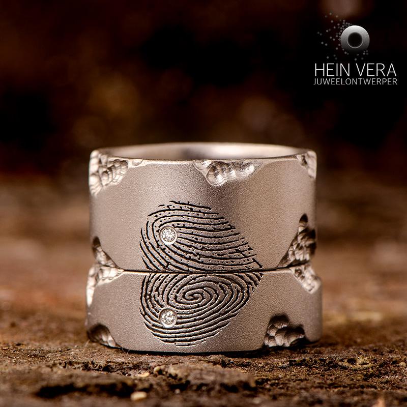 Trouwringen in titanium met vingerafdrukken en diamantjes_heinvera