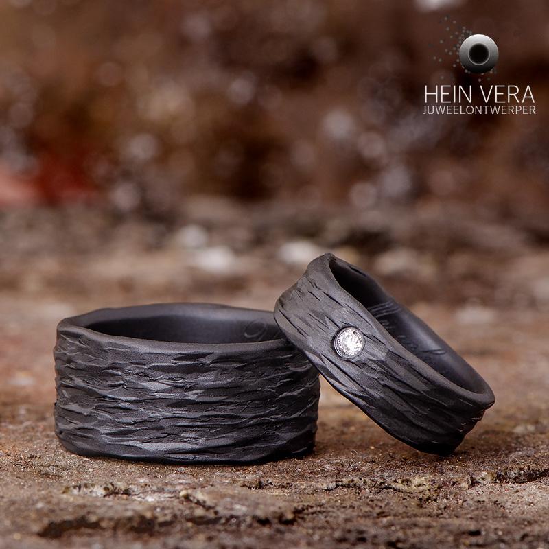 Zwarte trouwringen in zirkonium met diamantje_heinvera