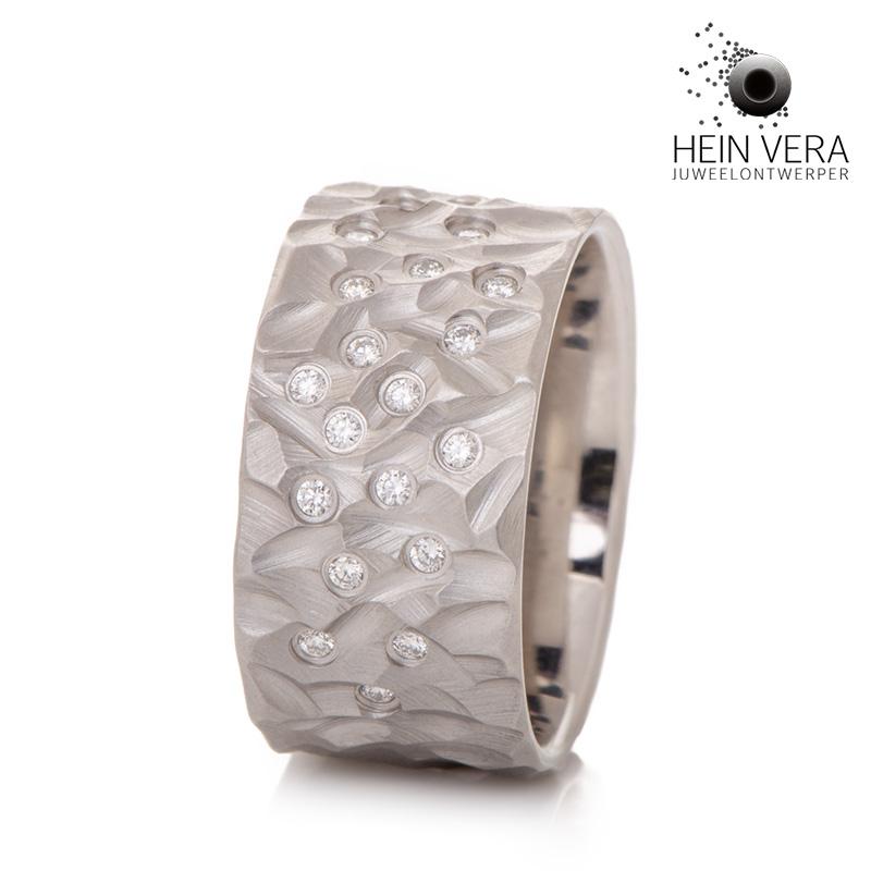 Ring in cobalt-chrome met diamantjes_HeinVera