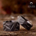 Brute zwarte trouwringen in zirkonium_heinvera