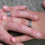 Trouwringen in titanium met gekleurde diamantjes_heinvera