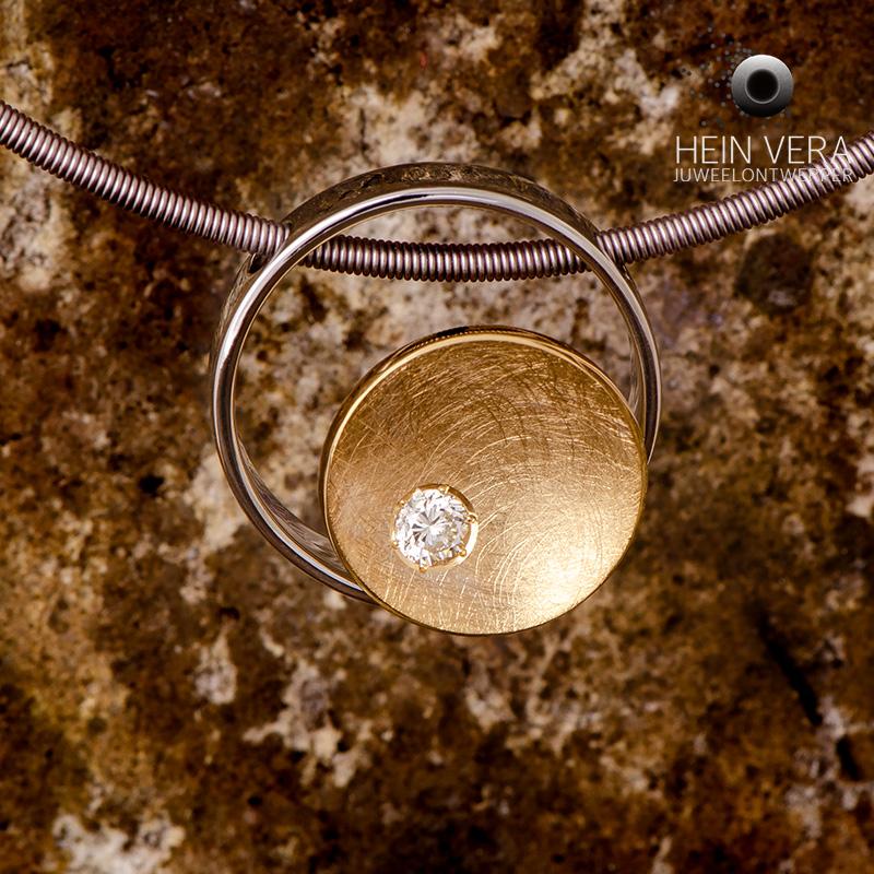 Hanger met trouwring en diamant van de klant met as-verwerking_heinvera