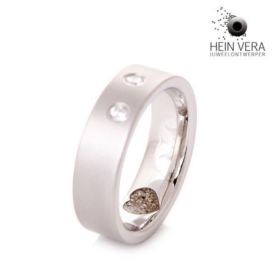 ring-in-cobalt-chrome-met-as-van-overleden-dierbare_2_heinvera