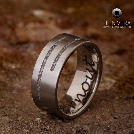 ring-in-titanium-met-as-van-een-dierbare_1_heinvera