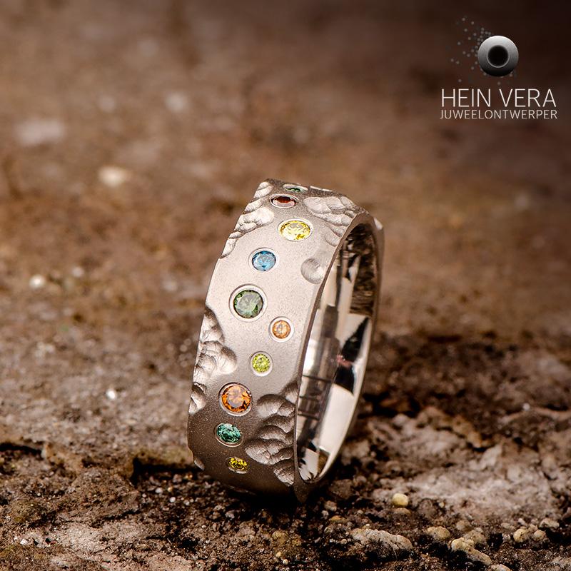 Brute ring in titanium met gekleurde diamantjes_heinvera