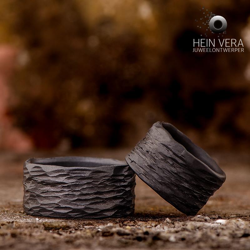 Trouwringen in donker tantalum en zwart zirkonium_heinvera