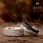 Trouwringen in zwart zirkonium en titanium met diamantje_heinvera