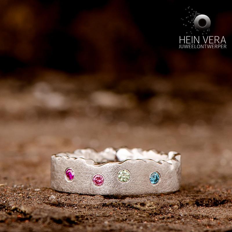 Ring in cobalt-chrome met gekleurde diamantjes_heinvera