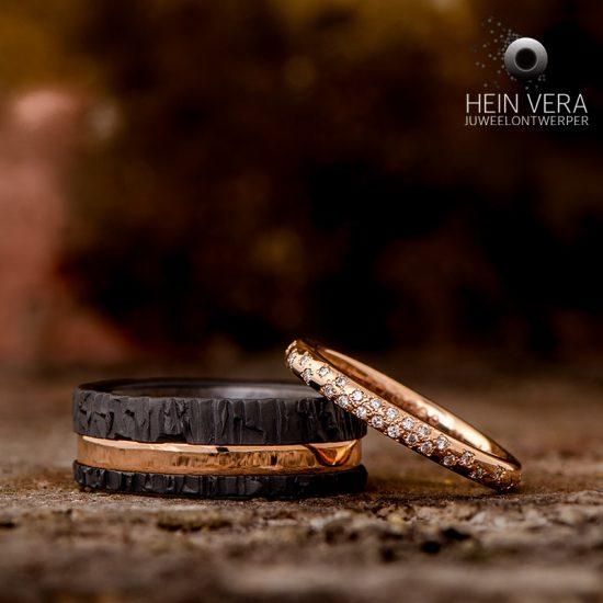 trouwringen-in-zwart-zirkonium-en-roze-goud-met-diamantjes_8_heinvera