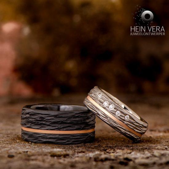 trouwringen-in-zwart-zirkonium-en-titanium-met-roze-gouden-bandjes-en-diamantjes_heinvera