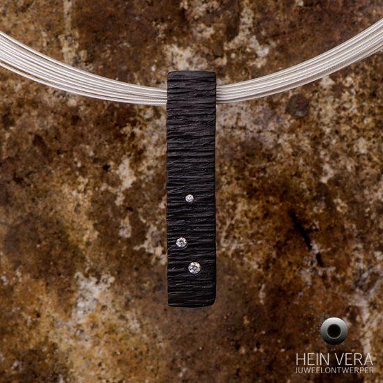 zwarte-hanger-in-zirkonium-met-diamantjes_2_heinvera