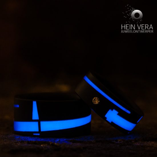 zwarte-trouwringen-met-glow-in-the-dark-jedi-zwaard_heinvera