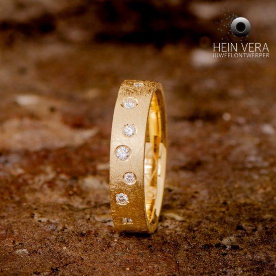 Ring in geel goud met diamantjes_heinvera