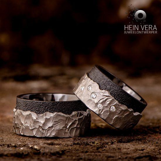 Trouwringen in brut titanium met zirkonium en diamantjes_heinvera