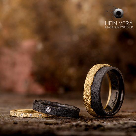 Trouwringen in zwart zirkonium en geel goud en diamantjes_heinvera