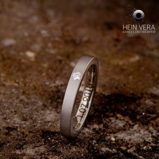 verlovingsring in titanium met diamant_heinvera