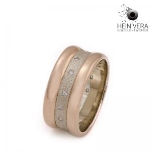 Een ring gemaakt met 2 trouwringen van de ouders.